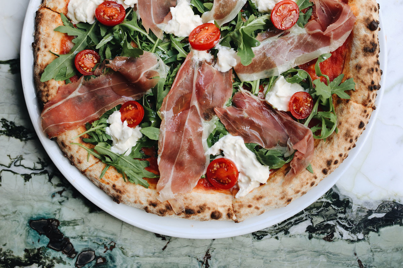 parma ham pizza with mozarella and tomatoes